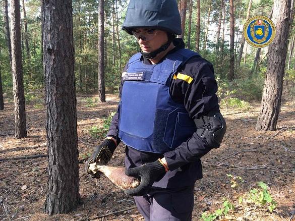 На Черкащині шукали гриби, а знайшли мінометну міну