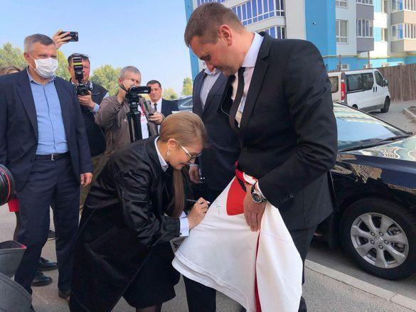 Тимошенко у Черкасах відкрила Центр захисту, а Тренкін отримав футболку (ФОТО)