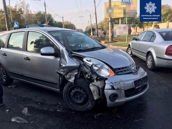 Два автомобілі зіштовхнулися в Черкасах на перехресті  (ФОТО)