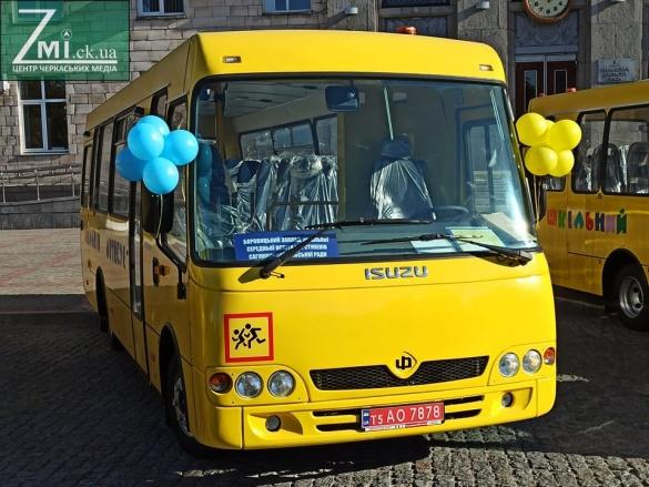 Для громад Черкащини передали 10 шкільних автобусів за майже 20 мільйонів гривень (ФОТО)