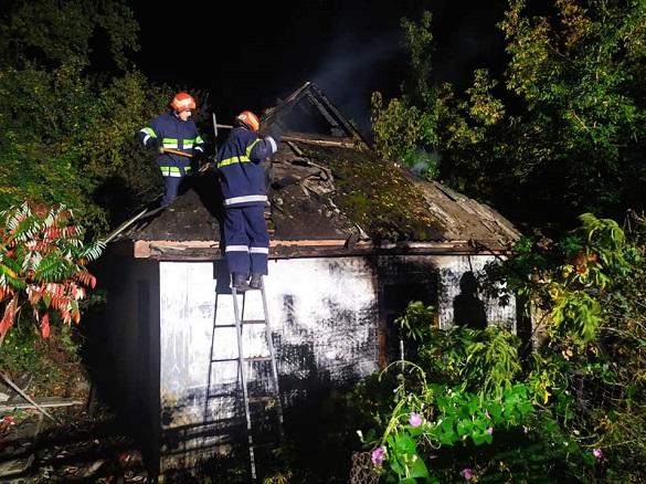 Через необережність під час куріння в Смілі горів закинутий житловий будинок