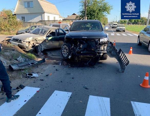 Розтрощені авто та постраждалий:  у Черкасах сталася чергова ДТП (ФОТО)