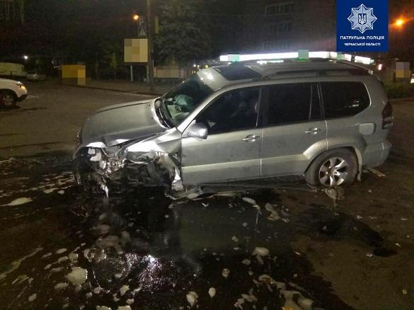 У центрі Черкас сталася ДТП: водій в'їхав у світлофор