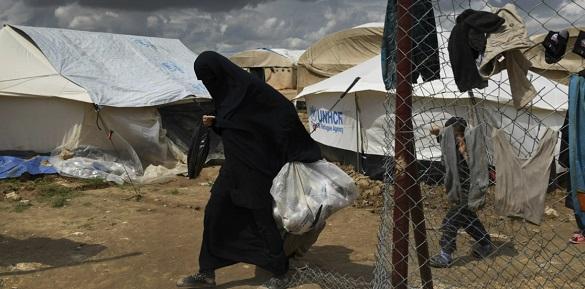 Жінка з Черкас понад 600 днів живе у сирійському таборі для вдів терористів
