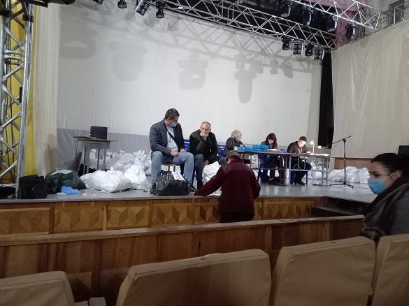 Черкаські ТВК продовжують приймати документацію із виборчих дільниць
