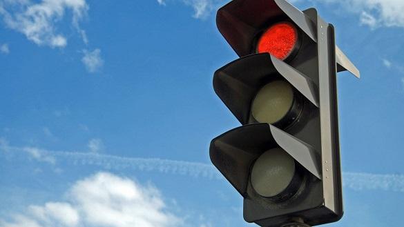 У Черкасах зупинили водія маршрутки, який проїхав на заборонений сигнал світлофора