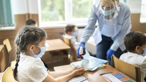 Майже 100 учнів та понад 250 вчителів хворіють на коронавірус у Черкаській області
