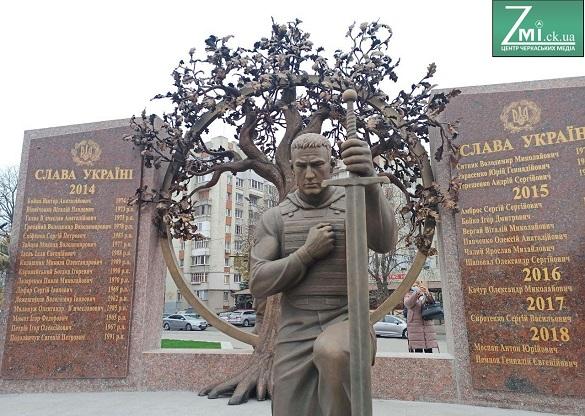 За ескізами доньки загиблого АТОвця в Черкасах створили меморіальний комплекс (ФОТО)