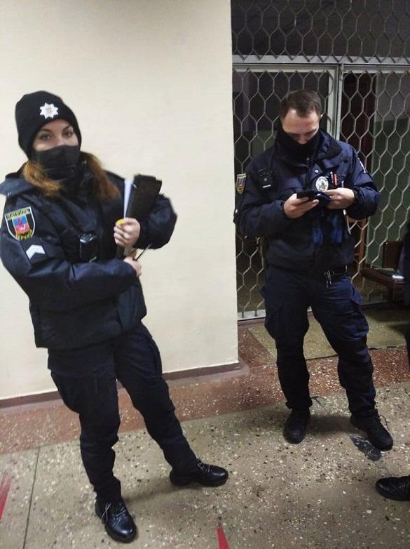 На одну із дільниць в Черкасах викликали поліцію через фотографування бюлетеня (ВІДЕО)
