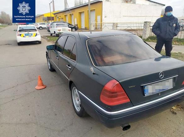 У Черкасах затримали водія із підробленими документами, наркотиками та пістолетом