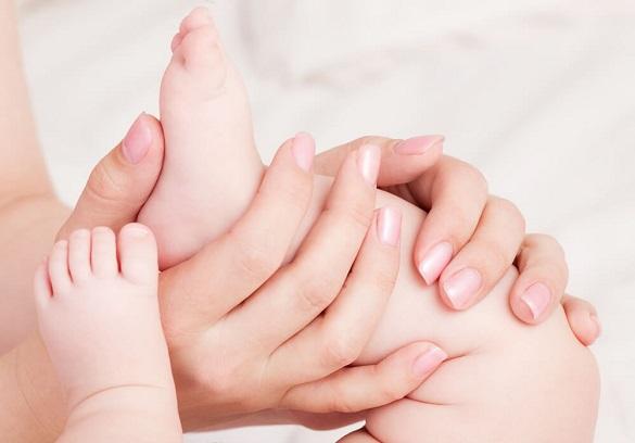 Пологи в автомобілі: медики на Черкащині допомогли немовляті з'явитися на світ