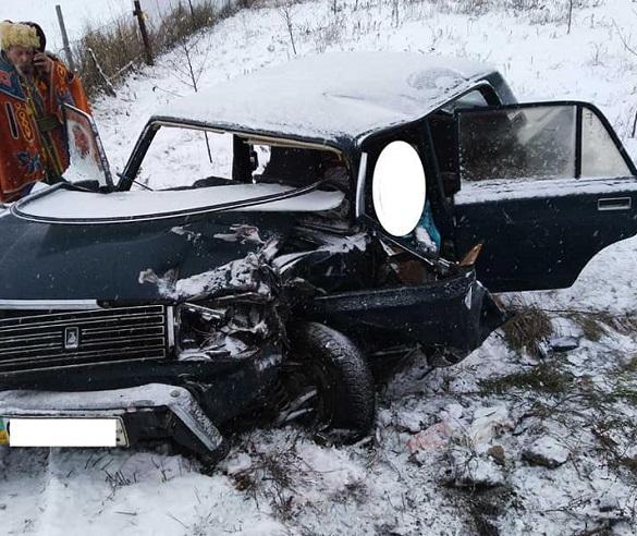 На Черкащині зіштовхнулися автомобіль та мікроавтобус: один чоловік загинув (ФОТО)