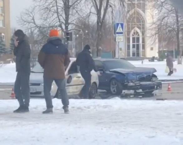 У Черкасах біля університету зіштовхнулись два автомобілі: є постраждалий