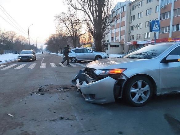 На перехресті в Черкасах зіштовхнулися два автомобілі (ФОТО)
