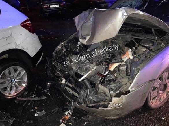 У Черкасах п'яний водій розтрощив п'ять автомобілів (ФОТО)
