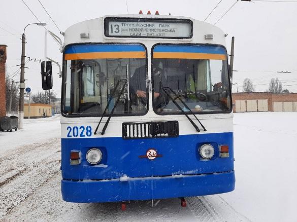 Тепер не тільки працівники підприємств: у Черкасах містяни можуть їздити на спецрейсах тролейбусів