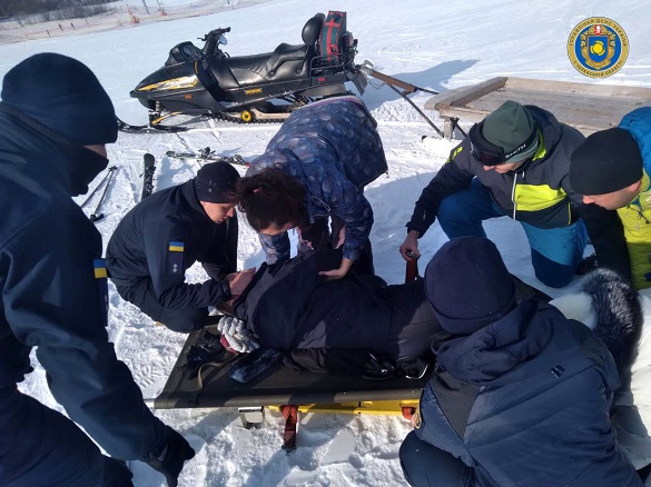 На гірськолижному курорті Черкащини травмувався чоловік та хлопець