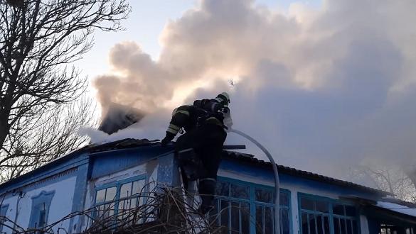 Пошкодженні дах та перекриття: на Черкащині горів будинок