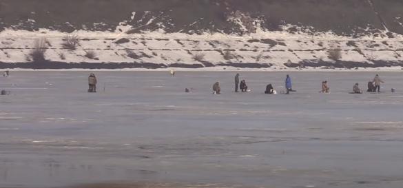 Лід на водоймах тане: в Черкасах на Дніпрі ледь не потонув чоловік