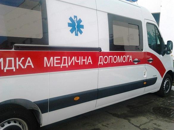 На вході одного з ТРЦ у Черкасах рятували чоловіка, в якого перестало битися серце