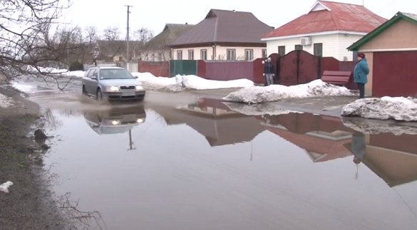 Підтоплювало будинки та городи: щороку в селі на Черкащині вулиця перетворюється на озеро