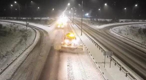 На Черкащині знову сніжило: дороги прибирало  80 одиниць спецтехніки