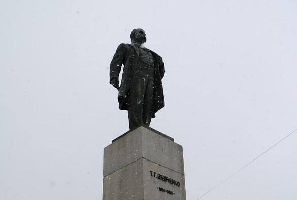 У Черкасах відзначають річницю з дня народження Тараса Шевченка