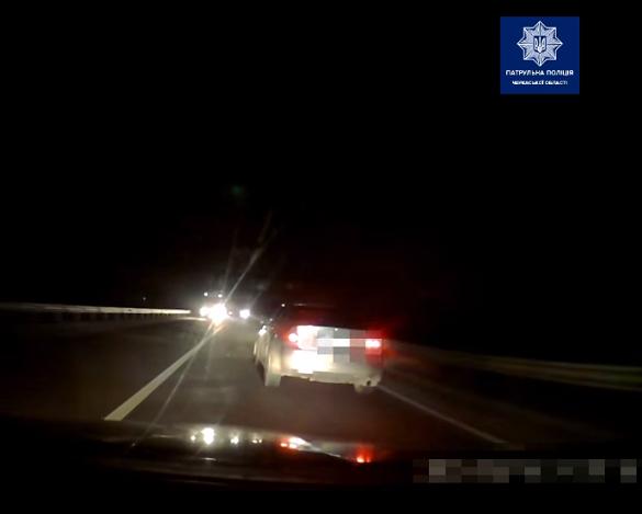 У Черкасах затримали п'яного водія, який втікав від патрульних (ВІДЕО)