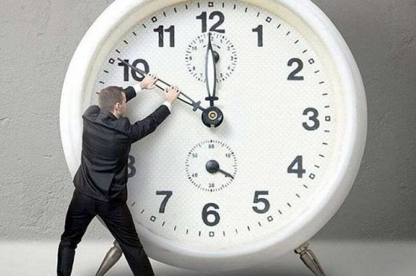 Переведення годинника: в Україні не скасували перехід на літній час