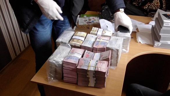 Ошукали понад 50 тисяч людей: правоохоронці викрили фінансову піраміду, що діяла і на Черкащині (ФОТО, ВІДЕО)