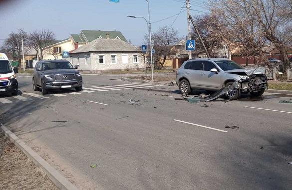 У Черкасах на перехресті зіштовхнулись два автомобілі: є постраждалі (ФОТО)