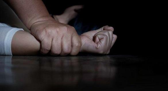 Затягнув у зарослі: в Смілі чоловік намагався зґвалтувати дівчину