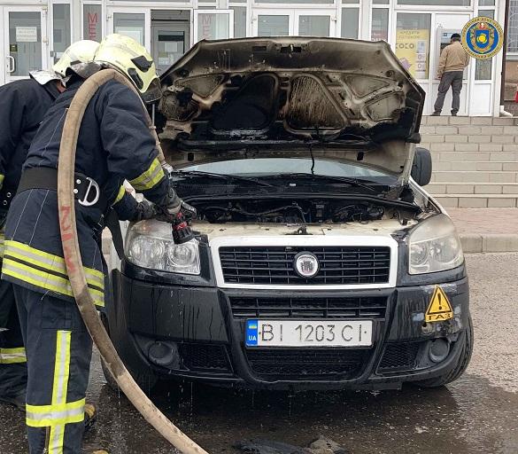 У Черкаській області під час стоянки загорівся автомобіль