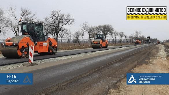У Черкаській області продовжують відновлювати найдовшу автодорогу