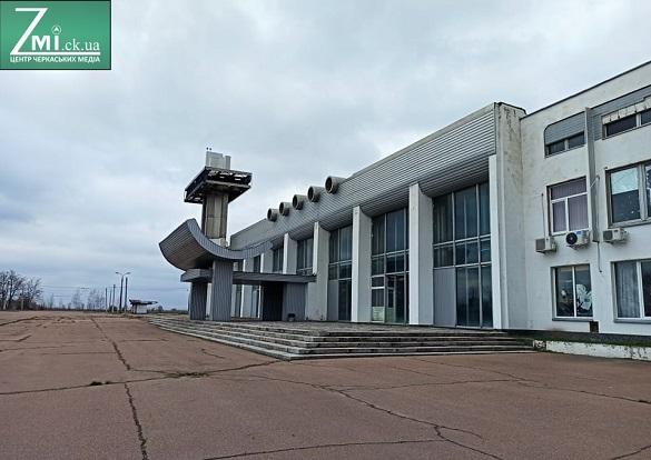Поліція ще не знайшла винних у тому, що черкаський аеропорт не працює
