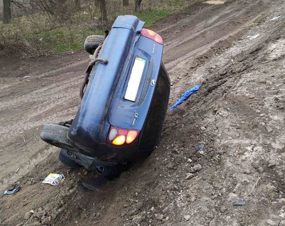 На Черкащині перекинувся автомобіль: одна жінка постраждала, інша - загинула (ФОТО)