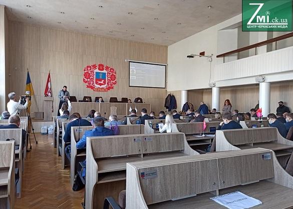 Менше поліції й щоб журналісти не заважали: черкаські депутати вирішують, скільки людей має бути на сесії