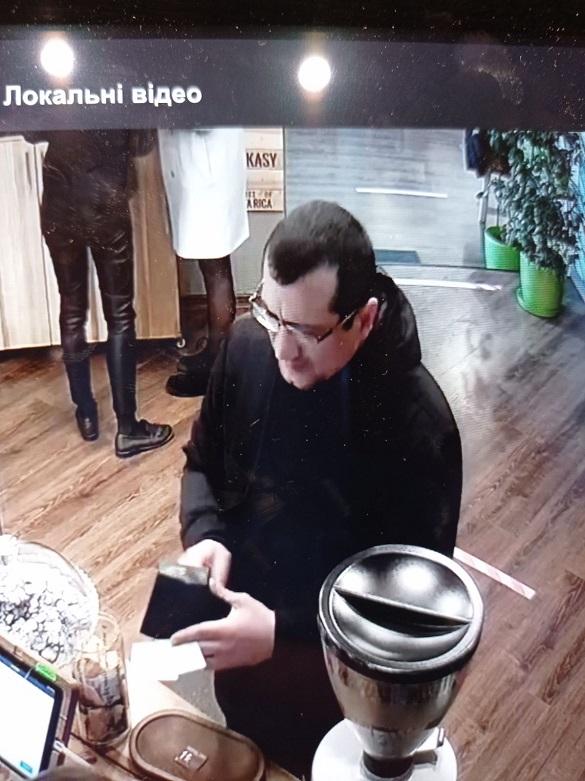 В одному з черкаських ТРЦ чоловік ошукав касира (ФОТО)
