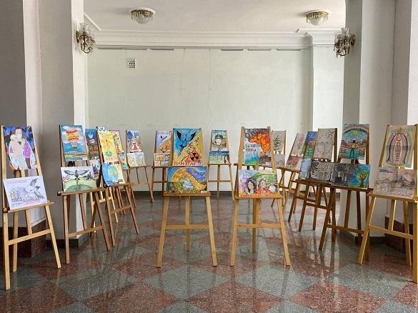 Малюнки черкащан, що присвячені роковинам Чорнобильської катастрофи, покажуть у Німеччині