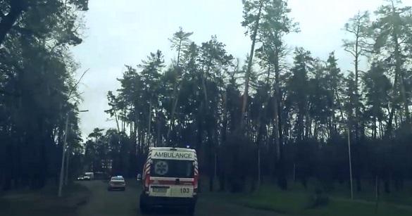 Хроніка порятунку двох життів: на Черкащині патрульні супроводили карету швидкої з вагітною до лікарні (ВІДЕО)