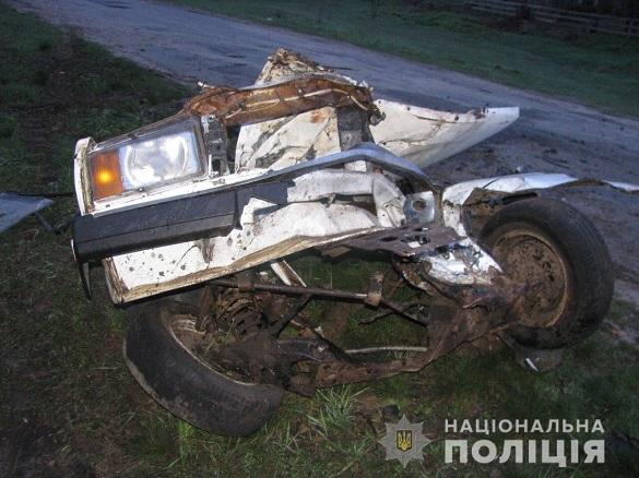 Автомобіль розірвало навпіл: поліцейські встановили особу водія, який скоїв ДТП на Черкащині (ФОТО)