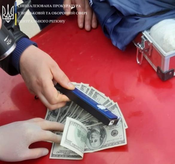 Трохи більше 1000 доларів хабара: на Черкащині спіймали заступника