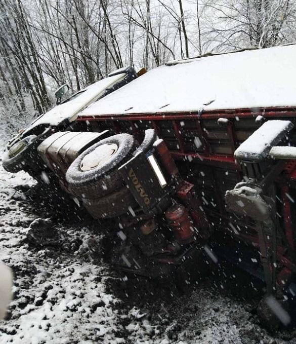 Через негоду на Черкащині сталося три ДТП, є постраждалі