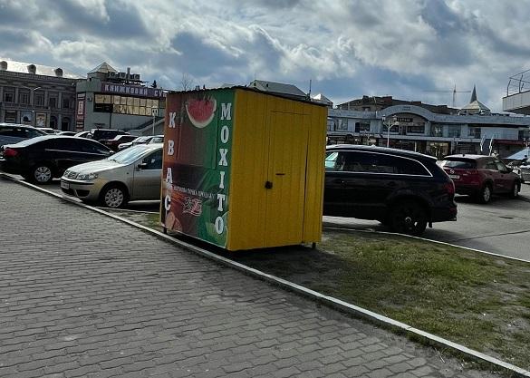 У районі Хрещатик-сіті в Черкасах поставили МАФ із квасом: чи законний він