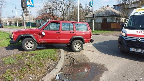 У Черкасах зіштовхнулись два автомобілі на нерегульованому перехресті