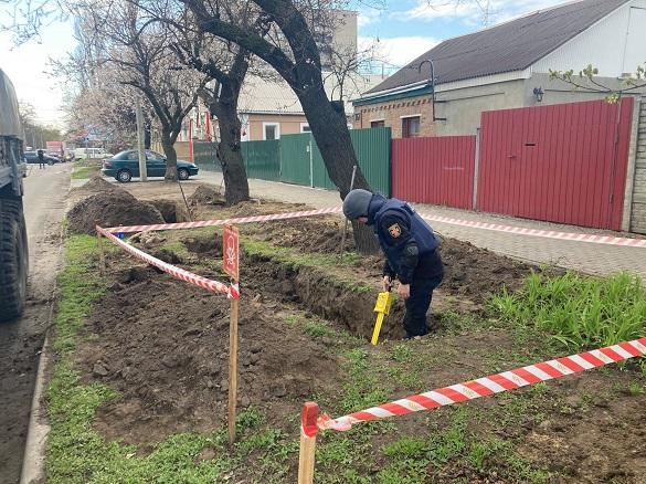 На одній із вулиць у Черкасах знайшли мінометну міну (ФОТО)