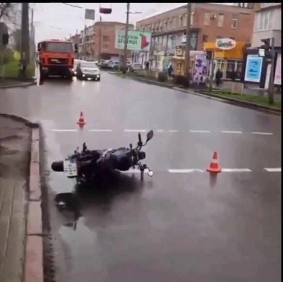 У Черкасах не розминулися автомобіліст та мотоцикліст: є постраждалий