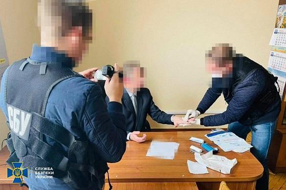 У Черкаській області керівництво регiонального вiддiлення Фонду держмайна спіймали на хабарі