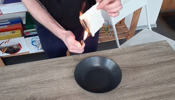 Черкащанин спалив свій диплом кандидата наук на знак протесту (ВІДЕО)