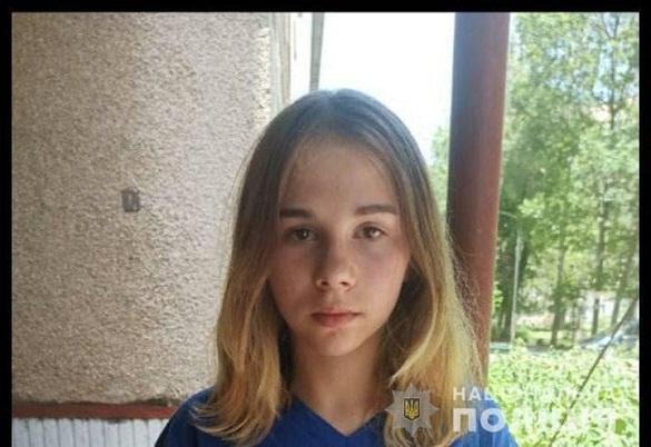 Пішла з дому та не повернулася: зниклу 15-річну дівчинку розшукують у Черкасах (ФОТО)